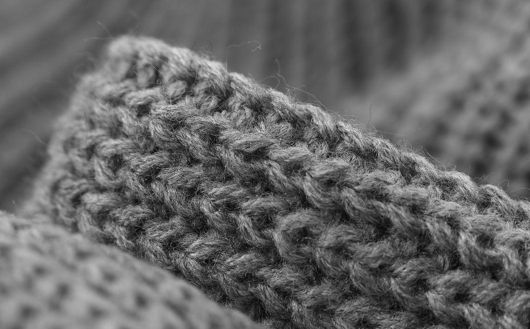 https://pixabay.com/nl/het-weven-grey-trui-wol wassen-trui-lijn-1803874/